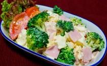ブロッコリーとハムのマヨたまサラダ