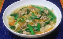 豚肉とワンタンの中華スープ