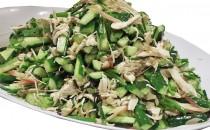 蒸し鶏と香り野菜の塩こんぶサラダ