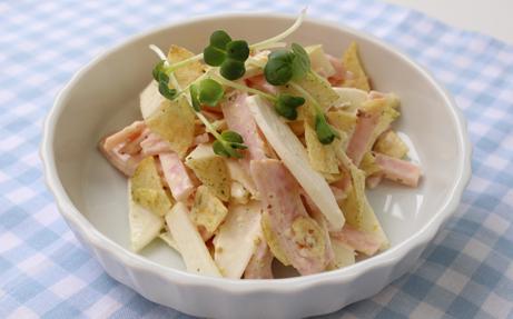 ロースハムとポテトチップスの大根サラダ