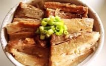 バラ煮豚丼