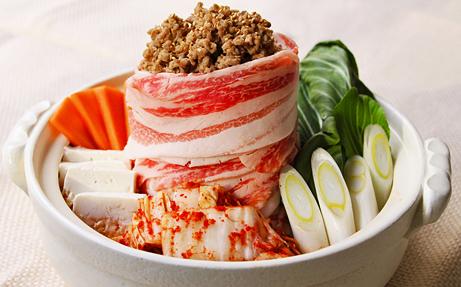 坦々肉味噌入り濃厚豚キムチ鍋