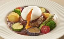 デミグラスハンバーグ とろーり卵と野菜添え