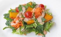 オーロラドレッシングで味わう緑黄色野菜のサラダ