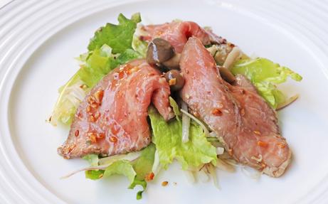 トモサンカクローストビーフとのフレッシュ野菜のサラダ(HP)