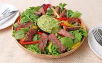 牛ステーキのアボカドディップサラダ