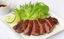 昆布締めで旨みアップ!牛赤身のステーキ