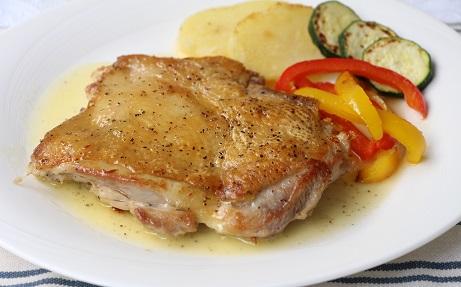 阿波尾鶏モモ肉のパリパリソテー レモンバターソース