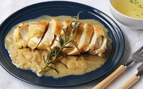 阿波尾鶏ムネ肉ステーキ 白ワインバターソース